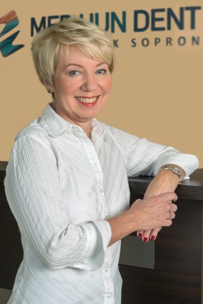 Alice Ley - Rezeptionistin